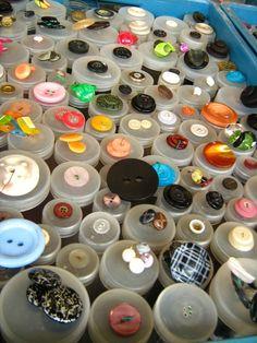 Buttons at flea market, Mauerpark