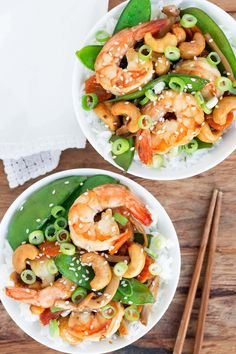 This takeout favorite can be made in just 20 minutes right at home. It's so easy and quick to prepare. Perfect for a busy weeknight dinner, but it is also a fun weekend dinner for movie night at home! Your family will love this cashew shrimp stir-fry recipe! Shrimp Recipes, Chips Ahoy, Omega 3, Burritos, Ribs, Bacon, Snacking, Sandwiches