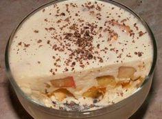 Очень вкусный десерт. Подойдет к праздничному столу и просто что бы побаловать ваших близких. 500 грамм сметаны, 100 грамм сахара, 25 грамм шоколада, 2 банана, пачка желатина. Мы берем сметану (она до...