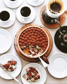 Tiramisu  .  大きめのティラミス。  妻がたまに作る美味しい一品。  .  2枚目は  ボナとの記念撮影。  .  .  #ティラミス #マスカルポーネ #ザバイオーネ #スイーツ #ドルチェ #コーヒータイム #おやつ #おうちカフェ #樋口ボナ #bonahiguchi #Tiramisu #sweets #dolce #coffeebreak #karitawave