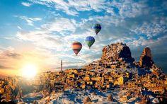 Capadocia es de esos #paisajes que jamás se encuentra en otra parte del #mundo. Ubicada en la #Anatolia central, en #Turquía, sus bellas formaciones rocosas con cuevas escavadas en las paredes son de visita obligatoria. Los que quieran admirar esta #maravilla de la #naturaleza desde el cielo tienen los #viajes en globo.