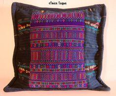 Funda de cojín hecha a mano a base de tejido tradicional y corte de Guatemala Textiles, Maya, Etsy, Ethnic, Cushions, Indoor, Throw Pillows, Vintage, Trending Outfits