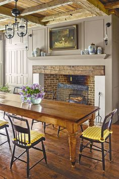 Dining room chairs could be hugely versatile and intended for the family's requirements. Dining room acts as a dining room dining table. It may be difficult to define the most appropriate size dining table to either buy or DIY. Country Farmhouse Decor, Farmhouse Interior, Farmhouse Style, Farmhouse Ideas, Country Style, French Country, English Farmhouse, Farmhouse Design, Rustic Design