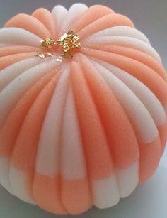 和菓子 Japanese Snacks, Japanese Sweets, Japanese Food, Japanese Taste, Uji Matcha, Just Peachy, Biscuits, Edible Art, Cute Food