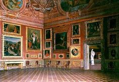 medici palace- The Medici's were at the height of power during the Italian Rennaisance because of their ownership of the banks, rights to trade