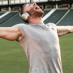 Get a closer look at the NFL season with exclusive content from Bose. Julian Edelman, Edelman Patriots, Danny Amendola, Nfl Football Players, New England Patriots Football, Boston Sports, Nfl Season, Wide Receiver, National Football League