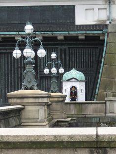 Guard post at Imperial Palace, Tokyo via flickr