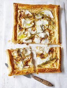 Celeriac, Onion and Mustard Puff Pastry Tart [vegetarian] via Delicious Magazine Savory Pastry, Savory Tart, Savoury Baking, Savoury Dishes, Easy Tart Recipes, Cooking Recipes, Supper Recipes, Celeriac Recipes, Celeriac Soup