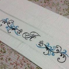 Resultado de imagem para ponto cruz enxoval casamento Cross Stitch Embroidery, Needlework, Towel, Tattoos, Nasa, Crochet, Mini, Bath Towels & Washcloths, Custom Notebooks