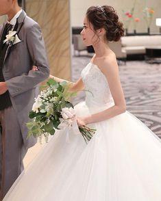 hiroさんはInstagramを利用しています:「・・・ ・ サイドを編み込んだ王道シニヨンスタイルになります☺️ ストレートで綺麗にまとめるスタイルも大好きです✨✨ ・ ・ 直近のご依頼にも喜んで対応させて頂きますので結婚式直前にヘアメイクでお悩みの方も是非一度お問い合わせ下さい☺️✨ ・ ★LINE…」 Pre Wedding Shoot Ideas, Pre Wedding Photoshoot, Wedding Tips, Wedding Styles, Evening Hairstyles, Bride Hairstyles, Flower Girl Invitation, Hair Inspiration, Wedding Inspiration