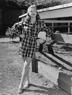 Discover recipes, home ideas, style inspiration and other ideas to try. Hollywood Fashion, 1940s Fashion, Classic Hollywood, Old Hollywood, Vintage Fashion, Hollywood Actresses, 50s Actresses, Vintage Vogue, Lana Turner