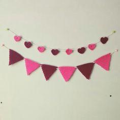 Banderines y corazones pequeños tejidos ❤