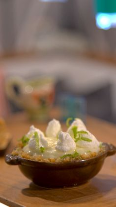 Key Lime Pie How to make tiny key lime pie.How to make tiny key lime pie. Key Lime Pie, Miniature Kitchen, Mini Kitchen, Cute Food, Yummy Food, Miniture Food, Tiny Cooking, What's Cooking, Cake Decorating Videos