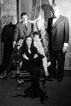 Robert Mitchum and Laraine Day in The Locket Original Addams Family, The Addams Family 1964, Addams Family Tv Show, Adams Family, Gothic Movies, Laraine Day, Charles Addams, Tim Burton Characters, Classic Comedies