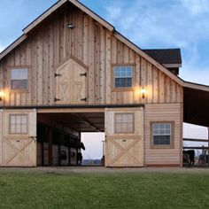 I like the farm at night #Homesweethome (barn by @woodtextx ...