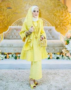 Traditional Songket @arissaphotography Malay Wedding Dress, Kebaya Wedding, Muslimah Wedding Dress, Hijab Style Dress, Muslim Wedding Dresses, Wedding Hijab, Muslim Dress, Dream Wedding Dresses, Wedding Attire