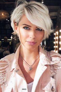 Short Pixie Bob Platinum Blonde Haircut With Side Bangs ❤️ Our collection of latest short hair trends 2018 Cute Short Haircuts, Short Hairstyles For Women, Hairstyles Haircuts, Short Hair For Women, Haircut Short, Hairstyles Pictures, Blonde Short Hairstyles, Pixie Haircut Styles, Natural Hairstyles