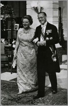 In spring 1962, the Queen Juliana of the Netherlands celebrated its 25 years of marriage with Prince Bernhard of Lippe-Biesterfeld. festivities took place over 3 days, with 3 receptions.