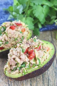 Tuna Stuffed Avocado Healthy Tuna Stuffed Avocado - what a yummy lunch idea or a quick and easy dinner.Healthy Tuna Stuffed Avocado - what a yummy lunch idea or a quick and easy dinner. Healthy Snacks, Healthy Eating, Healthy Recipes, Vegetarian Snacks, Dinner Healthy, Quick Recipes, Healthy Dishes, Popular Recipes, Healthy Diabetic Recipes