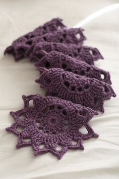 Medallion Scarf  -- Free on Ravelry  Patron en: http://www.ravelry.com/patterns/library/medallion-motif-scarf