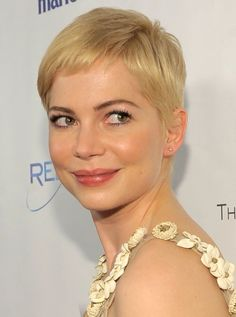 10 Hollywood Actress Short Hairstyle That Gives Inspiration 2015 : Michelle Williams Short Haircut 2015