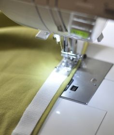 Hottest Pic Simple Sew: Box Cushion Cover Style Plenty of stress as opposed to Lust – is learning to sew so hard? Recover Patio Cushions, Patio Cushion Covers, Patio Furniture Cushions, Box Cushion, Outdoor Cushions, Bench Cushions, Piping Tutorial, Cushion Tutorial, Cover Design