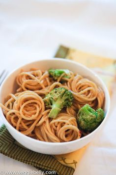peanut noodles recipe   Ingredients  2 cups broccoli florets  8 oz linguine or spaghetti    for the sauce  3 tablespoons peanut butter  2 tablespoons soy sauce  3/4 tablespoon lime juice  1 tablespoon sesame oil. Substitute with canola oil.  1-2 garlic cloves, minced  Crushed red chili flakes, as much as you like    2 tablespoons chopped green onion or cilantro or parsley for garnish