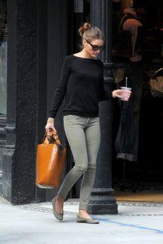 Olive skinnies, black top, flats, great bag