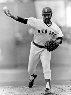 Boston Red Sox veteran pitcher Luis Tiant
