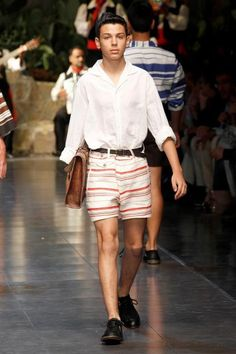 Dolce & Gabbana Collection Men Fashion Show Spring Summer 2013 - Runaway FotoGallery and Video. Men Fashion Show, Mens Fashion, Short Models, Suits You, Body Shapes, Runway, Swimsuits, Spring Summer, Men's Style