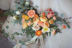 yellow and orange sunshine wedding bouquet