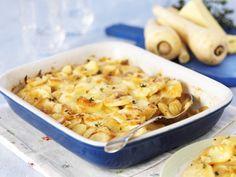 Dieses Rezept ist die perfekte Mischung vom Feld in den Backofen: Pastinaken-Kartoffel-Gratin | http://eatsmarter.de/rezepte/pastinaken-kartoffel-gratin