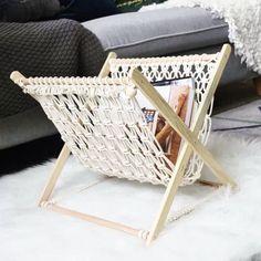 NEW designing :magazine rack 。。 # Macrame Design, Macrame Art, Macrame Projects, Macrame Knots, Diy Home Crafts, Diy Home Decor, Sisal, Macrame Plant Hangers, Macrame Patterns
