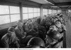 Mijnwerkers zitten gereed voor afdaling naar een ondergrondse verdieping, Oranje Nassau Mijnen, Heerlen (1952-1953) Coal Mining, My Dad, Nostalgia, Dads, Pictures, Coal Miners, Fathers