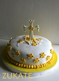 ZUKATE: TORTAS DE BAUTISMO Y COMUNIÓN Comunion Cakes, Sunflower Wedding Decorations, Cross Cakes, Religious Cakes, Confirmation Cakes, First Communion Cakes, Drip Cakes, Cookies And Cream, Fondant Cakes