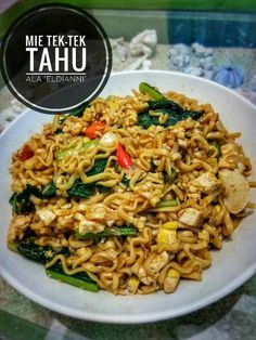 Mie Tek-tek Tahu by Eldianni Indonesian Food, Catering, Food And Drink, Pasta, Vegetables, Ethnic Recipes, Indonesian Cuisine, Catering Business, Gastronomia
