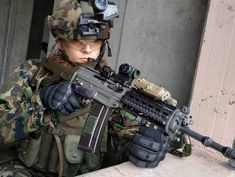 Member of the Swiss Special Forces Command during urban warfare exercise Armas Sig Sauer, Swiss Air, Road Pictures, Italian Army, Military Special Forces, Army Soldier, Military Army, Mans World, Armed Forces