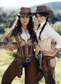 Halloween Costume Ideas: Female bandits Sarah Sandoval (Salma Hayek) and Penelope Cruz (Maria Alvarez) in the movie Bandidas Moda Steampunk, Style Steampunk, Steampunk Costume, Steampunk Fashion, Victorian Steampunk, Sexy Cowgirl, Cowgirl Style, Gypsy Cowgirl, Moda Country