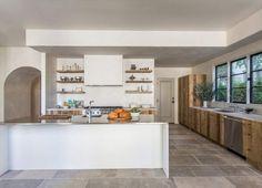 Tadelakt y madera para una casa en West Hollywood