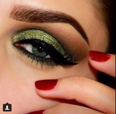 Beautiful & Vibrant Green Shadow and those Brows