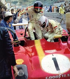 Jacky Ickx climbing into the Ferrari co-driver Brian Redman on the left. Sports Car Racing, Road Racing, Sport Cars, Race Cars, Auto Racing, Le Mans, Brian Redman, Porsche, Ferrari Racing