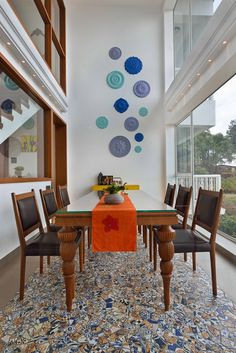 simple dining space with wall decor unit design Morden Panchgani Villa Living Room Wall Designs, Decor Home Living Room, Home Decor Furniture, Bedroom Decor, Simple Dining Table, Wooden Dining Tables, Room Wall Tiles, Dining Room Walls, Staircase Wall Decor