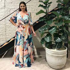 Natali Santos » Arquivo Vestido Plus Size para Festa por Natali Santos ...... Vestidos Plus Size, Modelos Plus Size, Looks Plus Size, Ideias Fashion, Wrap Dress, Rose, Floral, Dresses, Neckline