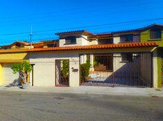 Colonia Agua Caliente  $200,000.00 USD Casa Sola Residencial - Venta Casa de dos niveles que consta de Sala/comedor, cocina con desayunador, estufa y lava trastes. 5 recamaras, 3 baños y medio, un estudio, un cuarto de TV, estacionamiento para 2 autos, patio trasero, 1 tina con jacuzzi. Área Construida: 201.38 m2  www.Cofe.com.mx ¡Contáctanos HOY! Blvd. Agua Caliente #10535 Condominio Gallego int. 802 Fracc. Chapultepec Teléfonos: 9729672 y 9729673