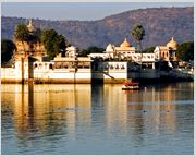Lake Pichhola: The legendary Pichhola lake Udaipur that entranced Maharana Udai Singh, it is surrounded by hill palaces, temples, bathing ghats and embankments.