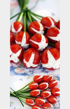 Great for any event ocasión Tomates finger food design Cute Food, Good Food, Yummy Food, Yummy Snacks, Cooking Recipes, Healthy Recipes, Food Decoration, Appetisers, Food Humor