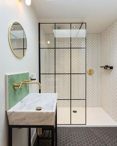 FromhouzzukCan't choose which tile to go for? This @amymaynard30 bathroom is a masterclass in how to seamlessly utilise more than one!