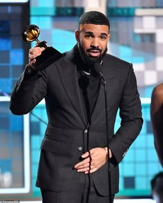 Drizzy: Drake took home Best Rap Song for God's Plan. Aubrey Drake, Drake Photos, Michelle Obama, Jennifer Lopez, Lady Gaga, Drake Take Care Album, Girl Power Songs, Drake Wallpapers, Best Rap Songs