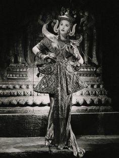"""Hedy Lamarr como Manon DeVargnes en """"Lady of the Tropics"""" (1939). Magnífico vestuario diseñado por Adrian y joyas de Eugene Joseff ( Joseff of Hollywood )"""