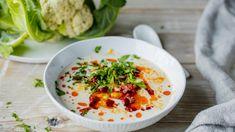 Enkel blomkålsuppe med chroizo | Oppskrift | Godt.no Dinner Side Dishes, Dinner Sides, Slow Cooker Soup, Chorizo, Noodle Soup, Different Recipes, Cheddar, Hummus, Risotto
